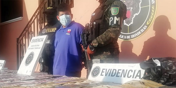 """Ernesto Luis Rivera Aceituno, alias """"Lucho"""", fue capturado con más de medio millón de lempiras."""