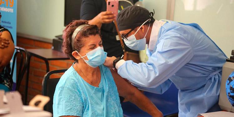 204 mil vacunas del IHSS llegaron para vacunar.