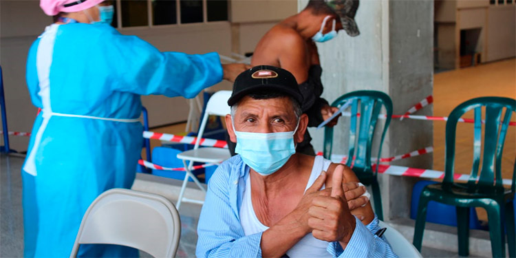 Según las autoridades, hasta el pasado jueves, 10 de junio, entre la Secretaría de Salud y el IHSS aplicaron 460,245 dosis a nivel nacional.