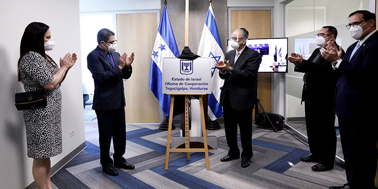 Luego, en 2017, el mandatario hondureño votó en la Organización de Naciones Unidas (ONU) a favor de aceptar a Jerusalén como capital de Israel, lo que derivó en un fortalecimiento de la relación entre ambas naciones.