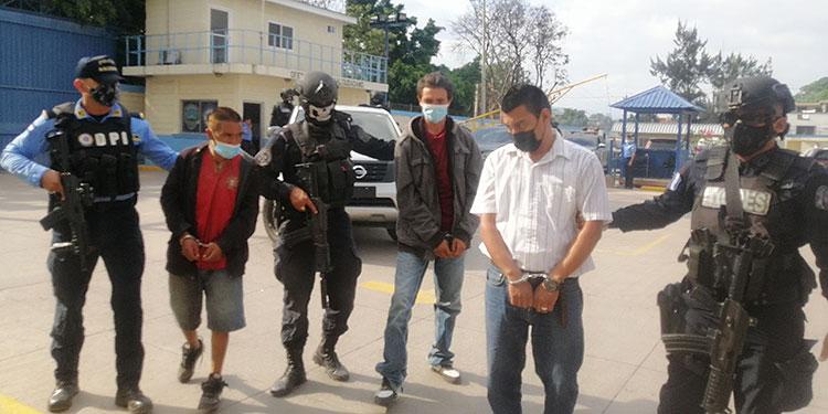 La DPI puso a los arrestados a disposición del juzgado competente para que se proceda conforme a ley, en cada caso.