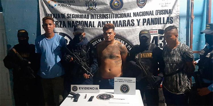 """Víctor Manuel Reyes Rodríguez (34), alias """"El Indio"""", Hernán Alexis Agurcia Figueroa (20), alias """"El Flaco"""" y Mateo de Jesús Martínez Figueroa (24), alias """"Mateo""""."""