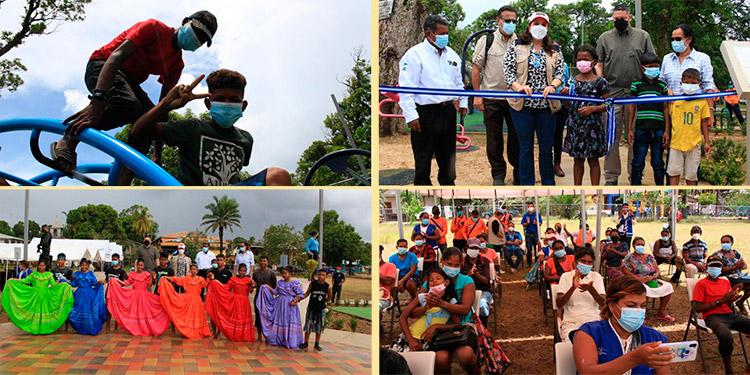 """Los pequeños y pobladores de Puerto Lempira recibieron con alegría el parque """"El Niño"""", inaugurado por la Primera Dama, Ana García de Hernández."""