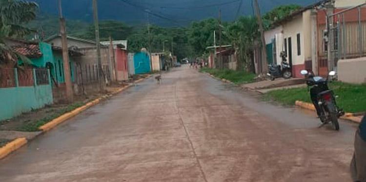 La calle hacia el hospital Santo Hermano Pedro, es muy transitada por las ambulancias y personas particulares.