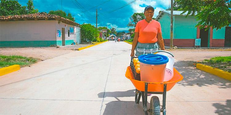 Además de embellecer las calles y cascos históricos de los municipios, se genera empleo con personal de la zona con fondos nacionales.