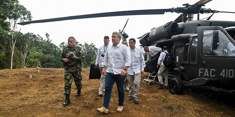 El presidente de Colombia, Iván Duque, confirmó que el helicóptero en que viajaba fue impactado por disparos el viernes cuando se disponía a aterrizar en Cúcuta. (LASSERFOTO AFP)
