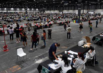 La votación, a la que estaban convocados 25 millones de ciudadanos, se desarrolló con tranquilidad en las ciudades y pueblos de la sierra andina, la selva amazónica y la costa, donde está Lima. (LASSERFOTO  AFP)