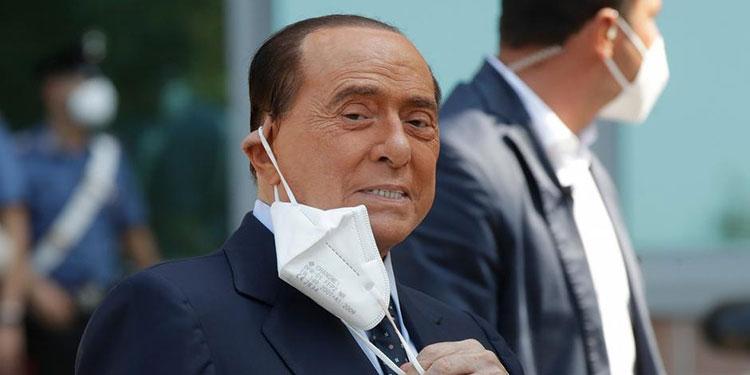 El exjefe de gobierno italiano y magnate Silvio Berlusconi dijo que estaba mejor después de varias hospitalizaciones en estos últimos meses y que seguiría activo en la política.