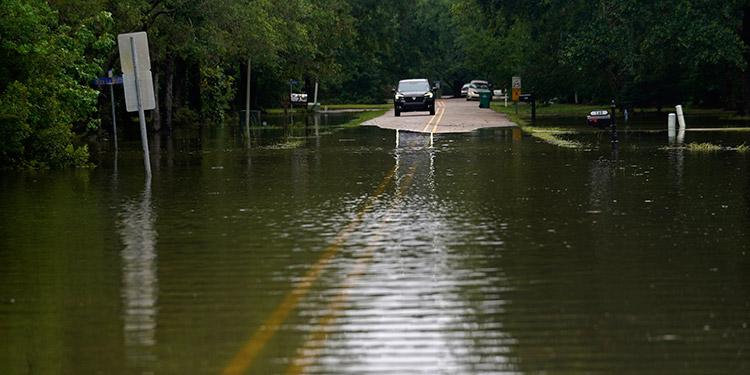 La tormenta tropical Claudette provocó inundaciones y tornados, que dejaron un saldo de tres heridos y más de medio centenar de viviendas dañadas. (LASSERFOTO AP)
