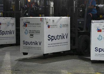 """La vacuna rusa Sputnik V protege contra """"todas las variantes conocidas"""" del nuevo coronavirus, incluida la contagiosa Delta, defendió su creador.  (LASSERFOTO AFP)"""