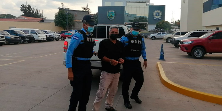 La DPI continúa trabajando en el caso para identificar a otros posibles implicados y el primer detenido fue trasladado a la Fiscalía de turno.