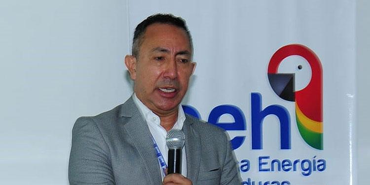 """La Empresa Energía Honduras (EEH), destacó que ante los múltiples atropellos por parte de autoridades gubernamentales vinculadas al Contrato de APP Suscrito por EEH con la Empresa Nacional de Energía Eléctrica (ENEE), COALIANZA, y el Banco Fiduciario solicitaron a la Comisión Interamericana de Derechos Humanos (CIDH) la emisión de medidas cautelares.   El gerente, Ricardo Roa, dijo que """"es la suma de lo que ha venido sucediendo en los últimos meses, por eso lo denunciaron ante la Comisión Interamericana de Derechos Humanos, porque han venido violando lo que suscribieron con los inversionistas"""".  """"Hemos declarado los abusos de la Comisión Interventora, de sus abusos contra ellos como empresa. Pues carecen del rigor técnico para evaluar y al estar llamando a una intervención, no es lo correcto"""".  """"Normas, tratos internacionales, que Honduras ha suscrito, pues no hay seguridad jurídica y se ha visto bien compleja y nos han atropellado todos nuestros derechos"""". """"Actos violatorios a los derechos como inversionistas y a las normas nacionales e internacionales"""". """"Todos los movimientos del gobierno apuntan a una intervención, que no es lo correcto, por eso se hace la denuncia"""", dijo Roa en el telenoticiero """"La Tarde"""". Según describe en un comunicado la EEH, ante los constantes abusos cometidos por funcionarios de las autoridades gubernamentales, en relación con el contrato de APP, suscrito el 18 de febrero del 2016, que han llevado al punto de la indefensión al inversionista operador.   Mediante acuerdos emitidos por la Superintendencia de Alianza Público Privada, al haber sido negada la interposición y apelación de recursos respecto de los acuerdos arbitrarios emitidos por esa institución, teniendo como principales consecuencias; la violación al debido proceso, el abuso de posición dominante y la indefensión.  Detallan que lo anterior, significa prácticamente la expropiación de inversión extranjera, en contra de los accionistas del inversionista operador, el cual se ha vis"""