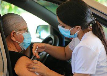 Se inmunizó con primera dosis de AstraZeneca a 31,076 personas, 1,376 más que la meta de 29,700.