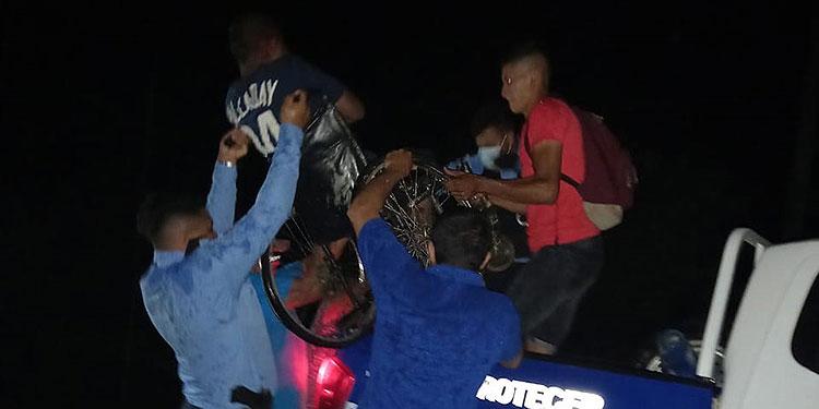 La esposa del ciudadano expresó altas muestras de agradecimiento por la noble acción que realizaron los agentes al rescatar a su compañero de hogar.