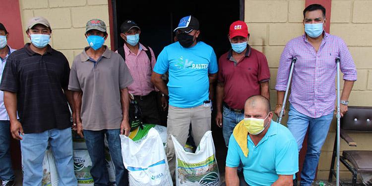 """La próxima semana se continuará entregando fertilizante a los productores de Agua Dulce, Santa Cruz, Taupaz, Mirimpe, Chagüites, Caliche y """"Juan de la Cruz Avelar"""", entre otros sectores de Siguatepeque."""