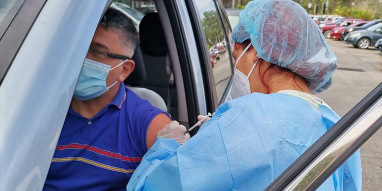 Alrededor de 905 personas que están filiadas al IHSS fueron inmunizadas contra el COVID-19.