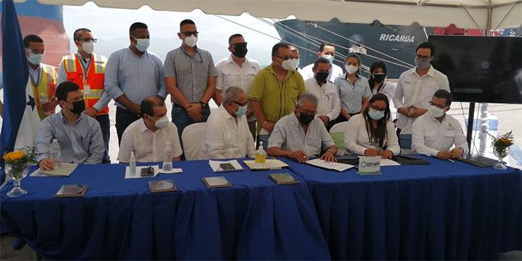 La firma del décimo sexto contrato colectivo entre la Empresa Nacional Portuaria (ENP) y el Sindicato de Trabajadores de la Empresa Nacional Portuaria (Sitraenp).