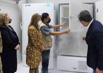 Con los cinco nuevos congeladores, el país ampliará a cuatro millones de dosis su capacidad de almacenamiento de biológicos.