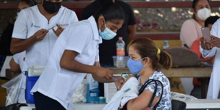 El IHSS vacunará a 20,000 docentes afiliados.