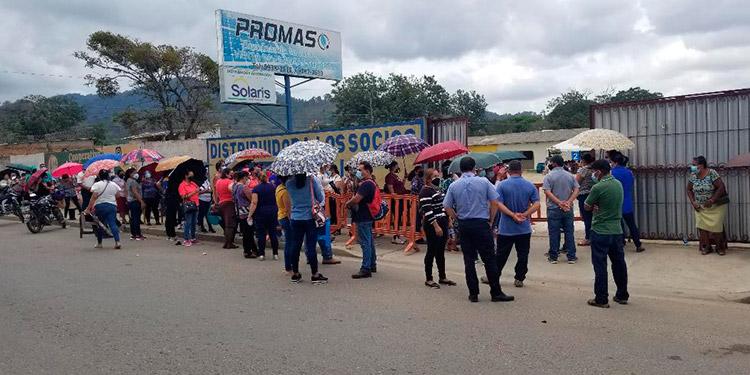 La vacunación se acordó en Danlí, El Paraíso, por medio de citas con las empresas para que nadie llegue a hacer filas en horas de la madrugada.