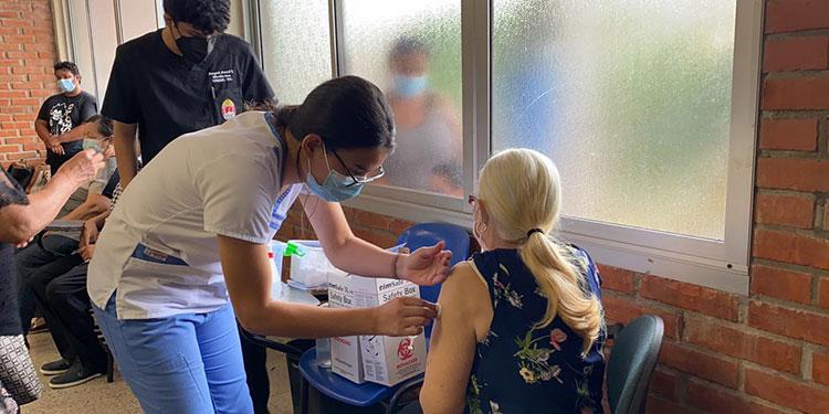 La cuarta jornada de vacunación contra el mortal virus avanza de manera efectiva, según autoridades de la Secretaría de Salud.