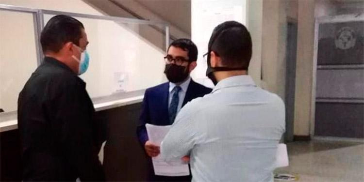 El representante enviado por la embajada de México fue informado por parte de la dirección forense sobre el trámite a seguir para retirar los cadáveres de compatriotas de su país.