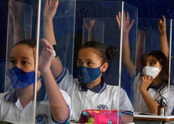 """El ministro comentó que """"la Secretaría de Salud ya anunció que iniciará en breve la vacunación al resto de los docentes""""."""