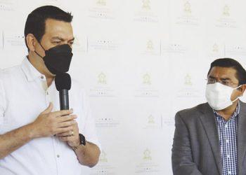 El coordinador general de gobierno, Carlos Madero; y el ministro de Trabajo, Olvin Villalobos.