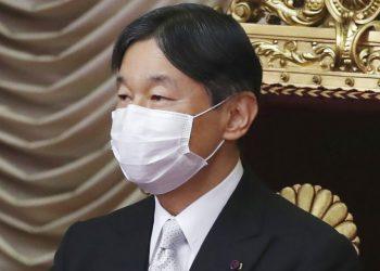 ARCHIVO - En esta foto del 26 de octubre de 2020, el emperador japonés Naruhito comparece para la apertura de las sesiones de la cámara alta del Parlamento nacional. (AP Foto/Koji Sasahara, archivo)