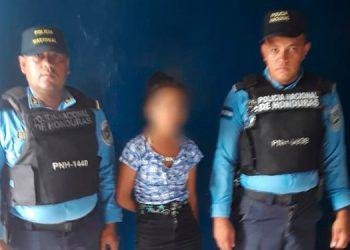 La menor fue entregada al padre, supuestamente fue rescatada por haber sufrido tratos inhumanos.