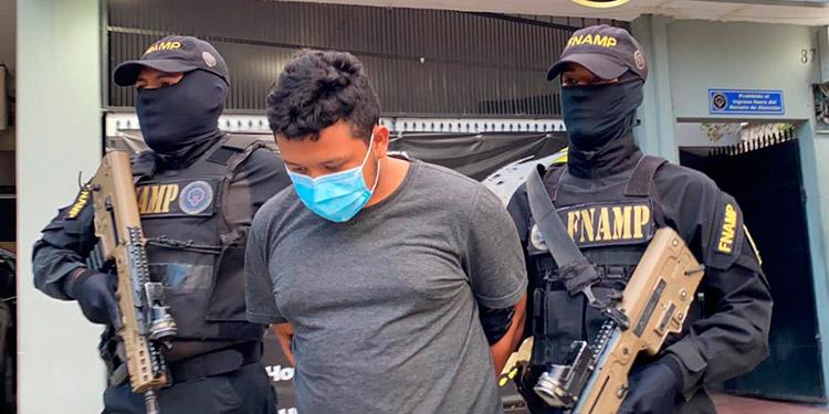 """A Juan Pablo Ramos Sosa (19), alias """"El Niño"""", se le acusa de extorsionar a comerciantes en Choloma."""