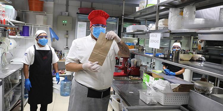 Hasta 110 mil empleos generaban restaurantes.