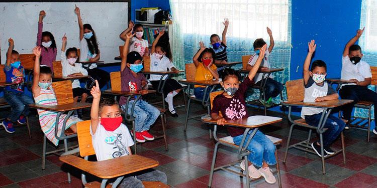 Según ASJ, el 73 por ciento de los estudiantes que se retiraron del sistema educativo, lo hicieron por falta de dinero para comprar internet.