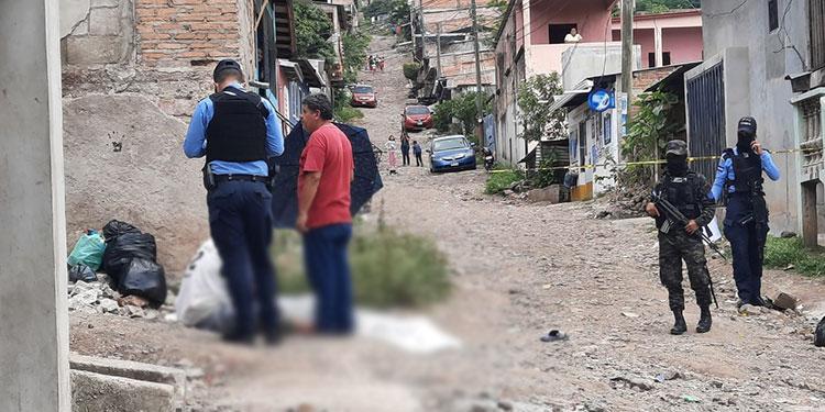 Al sector llegaron agentes policiales para resguardar la escena e iniciar las pesquisas del hecho.
