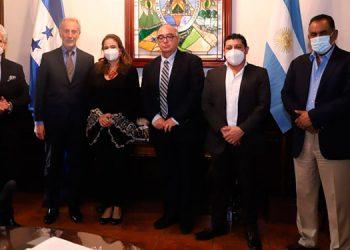 En la reunión también participaron los diputados; Denis Castro Bobadilla, Mario Segura y Selvin Rueda.