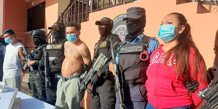 A los capturados se les vincula a una serie de fechorías ejecutadas al norte de la capital.