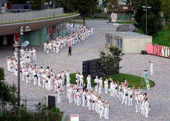 Miles de atletas se reunirán en la Villa Olímpica de Tokio que ya reporta varios contagios de coronavirus.