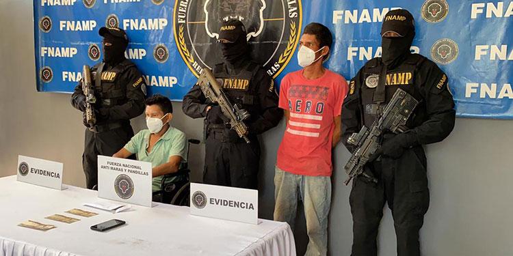 Los detenidos fueron presentados por las autoridades policiales por extorsión a transportistas de la zona.