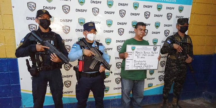 Marvin Ramón Martell Laínez y tres hondureños más fueron detenidos por el delito de contrabando.