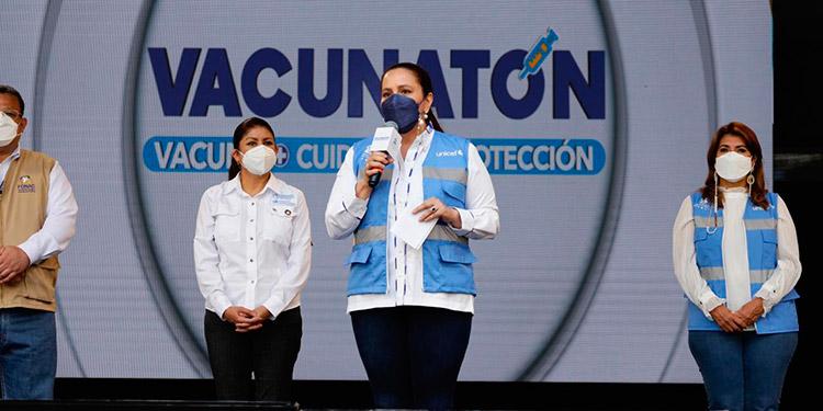 La Primera Dama, Ana García de Hernández, participó junto a autoridades de Salud y la OPS-OMS, en la apertura del Vacunatón en la capital e invitó a la población a inocularse contra el COVID-19.