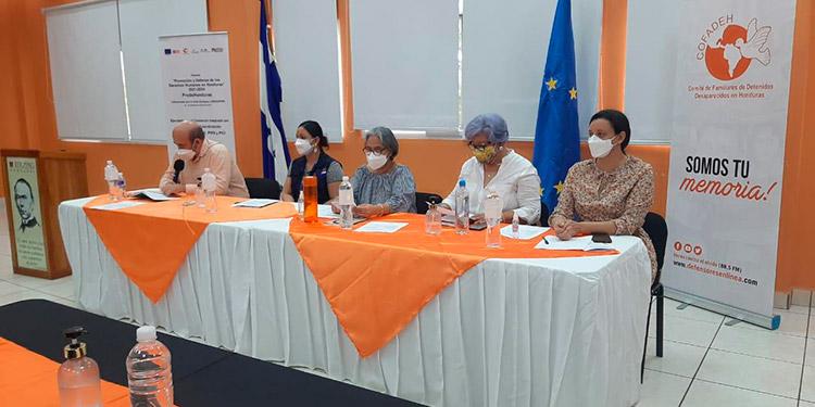 La presidenta del Cofadeh, Bertha Oliva de Nativí, y otros panelistas propusieron herramientas para la organización de grupos de veedores de la actividad política en el departamento de El Paraíso.