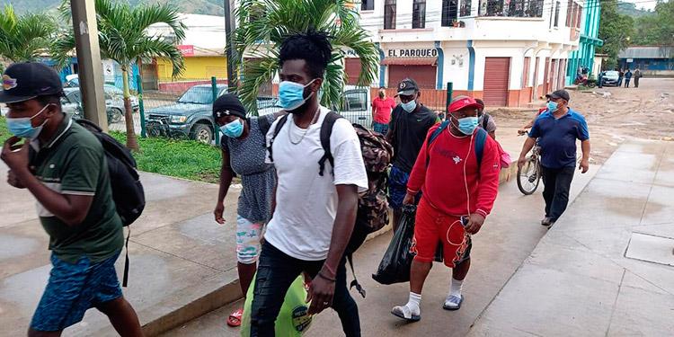 A diario transitan de forma irregular entre Trojes y Danlí más de 500 migrantes, en su mayoría haitianos.