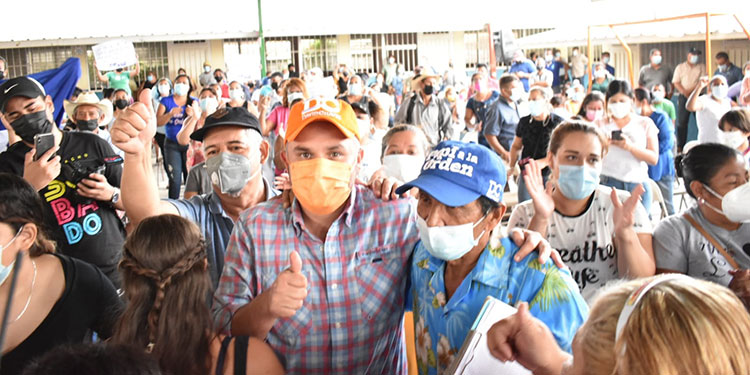 """""""El voto de las colonias Villanueva y la Torocagua debe ser para 'Papi a la Orden' como próximo presidente de Honduras"""", apuntó."""