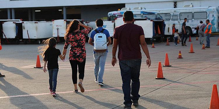 Las múltiples deportaciones sin el cumplimiento de medidas sanitarias al país podrían traer nuevas cepas del COVID-19.