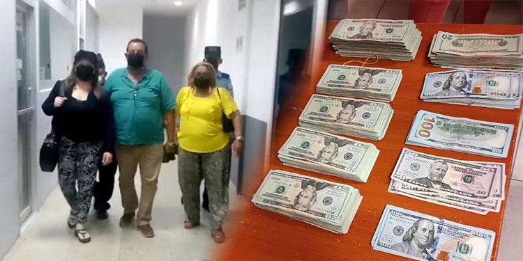 A las tres personas detenidas se les decomisaron los dólares que llevaban ocultos en sus maletas.