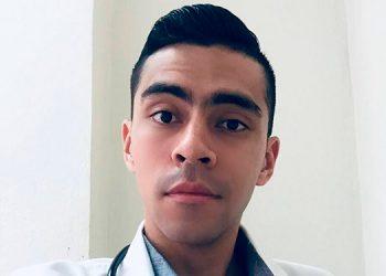 Desde junio del 2020, el doctor Gustavo Otoniel Carrasco Pavón atiende pacientes con COVID-19, en el Hospital Escuela Universitario.