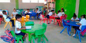 Si la comunidad educativa determina abrir el centro educativo, las condicionantes es que el 100 por ciento del personal docente y administrativo esté vacunado
