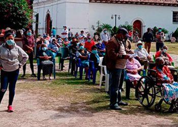 En los municipios de Cedros y Ojojona se ha iniciado la aplicación de la segunda dosis de la vacuna anticovid donadas por El Salvador.