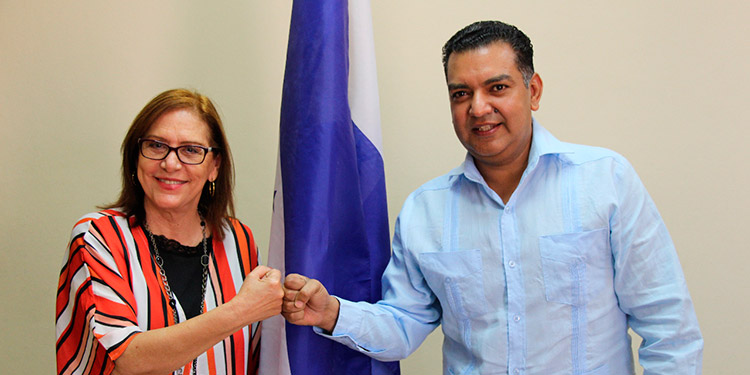 La embajadora de República Dominica, Sandra Mancebo, visitó al jefe edilicio de Siguatepeque, Juan Carlos Morales Pacheco.