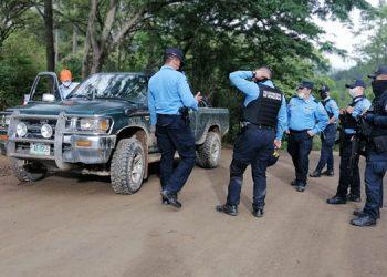Entre las acciones policiales se decomisaron cuatro automotores para efectos de investigación.